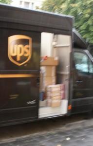 UPS- Fahrzeug blockiert den Fahrradweg